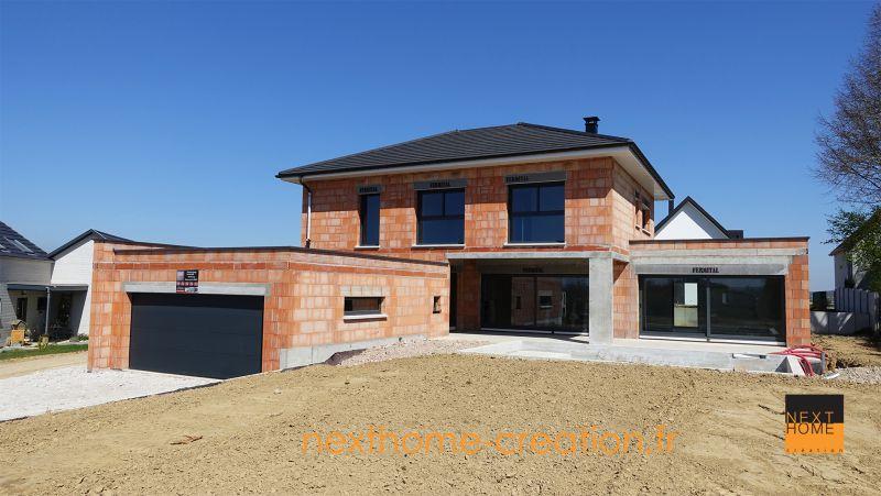Magnifique maison 4 pans et garage accol toit plat nexthome cr ation for Maison cubique toit 4 pans