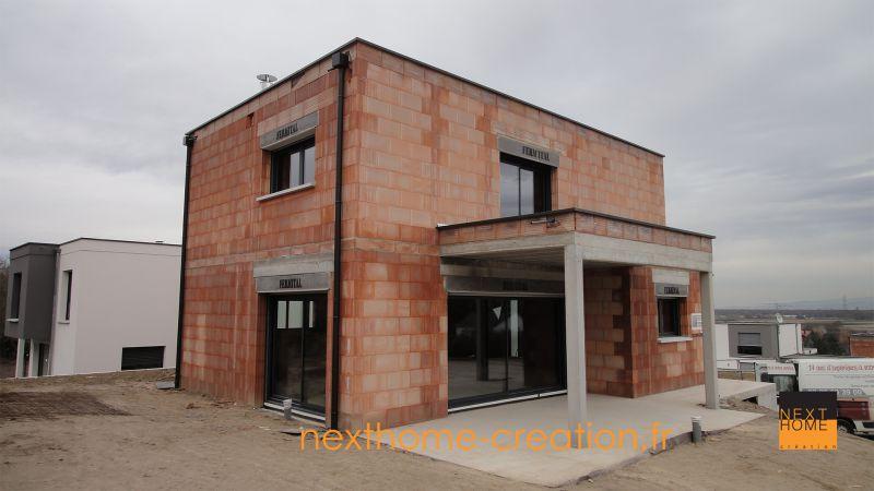Maison moderne toit plat garage sous sol nexthome cr ation for Realisation toit plat