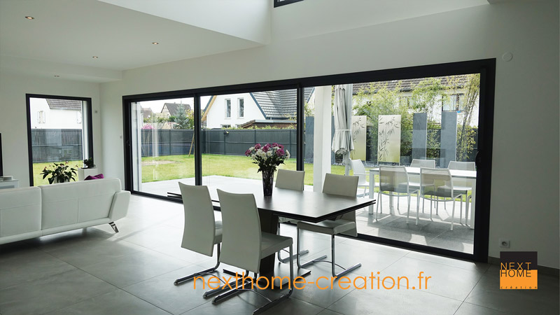 Maison contemporaine toit plat et garage accol nexthome cr ation for Realisation toit plat