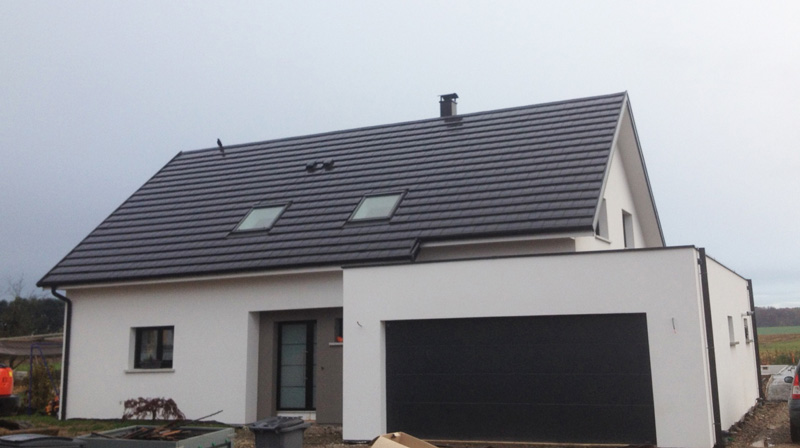 Maison moderne 2 pans garage accole haut rhin nexthome for Garage 2 pans